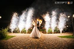 Завершение свадьбы в ресторане Городок - холодные фонтаны от коллектива Криптос