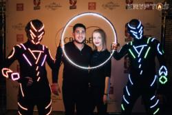 Светящиеся артисты для встречи гостей